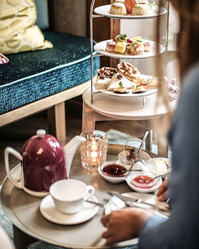Wir wünschen einen schönen 1. Advent! ⭐In der Weihnachtszeit wieder jedes Wochenende Gillitzer's Bayerische Teatime (Reservierung)⭐ Sa/ So 15Uhr - 18Uhr  @alpenhotel.wittelsbach  #travel #bavaria #bayern #chiemgau #munich #traunstein #salzburg #ruhpolding #alps #alpen #restaurant #bar #garden #design #cosy #room #delicious #food #great #drinks #lovely #interior #alpenhotel #wittelsbach #gillitzer #barsifal #ronnefeldt #tee #tea