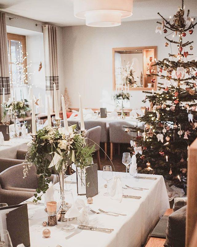 Die Vorbereitungen auf unsere Weihnachtsfeier laufen auf Hochtouren. ⭐Wir wünschen ein Frohes Fest und freuen uns, Sie an den Feiertagen bei uns begrüßen zu dürfen ⭐  @alpenhotel.wittelsbach #travel #bavaria #bayern #chiemgau #munich #traunstein #salzburg #ruhpolding #alps #alpen #restaurant #bar #garden #design #cosy #room #delicious #food #great #drinks #lovely #interior #alpenhotel #wittelsbach #gillitzer #barsifal #ronnefeldt #tee #tea