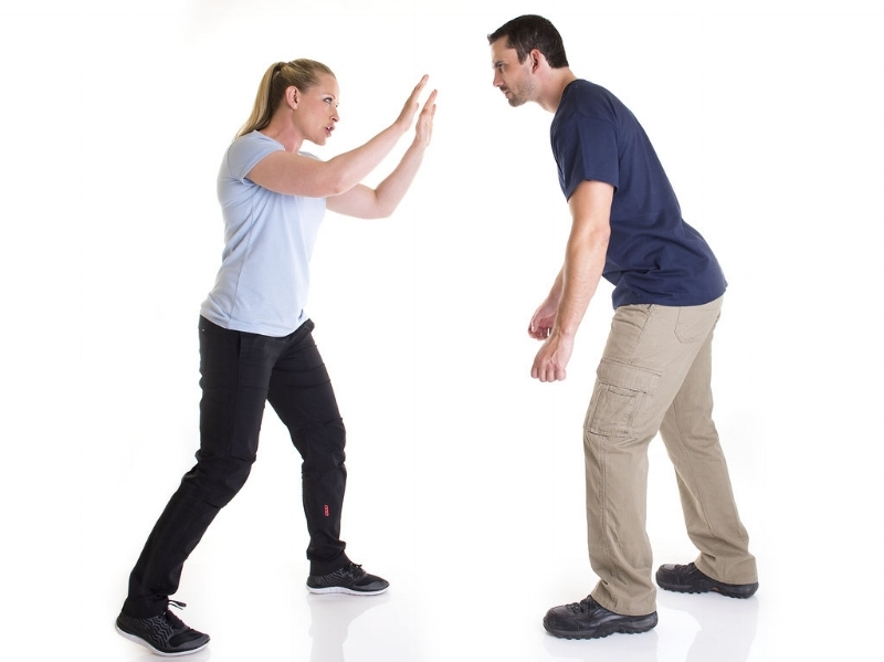An example of body language boundary setting in a higher-risk scenario.