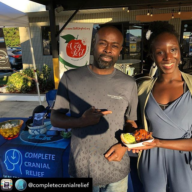 Repost from @completecranialrelief - Had a great time enjoying amazing vegan food at the 8-foot Brewery Vegan Fest! This jackfruit sandwich by @naplessmokedbbq was soooo good 😋 #veganfest #chairmassage