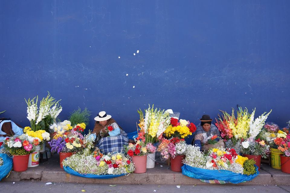 'Cholitas vending flowers'  | ©   Exchanges Photos/Flickr   |   Creative Commons Licence CC BY-NC-ND 2.0