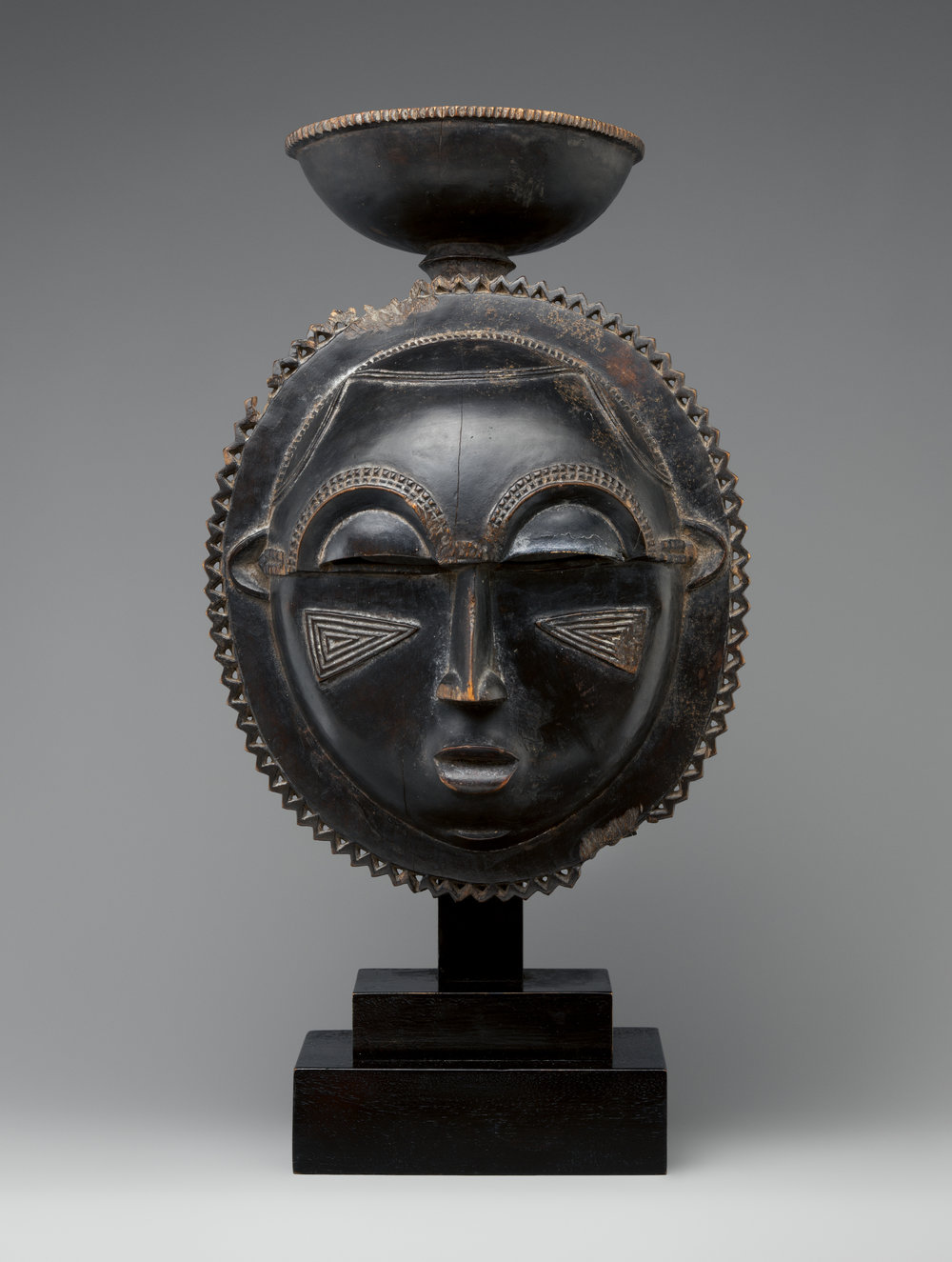 African Moon Mask, ca. 1880, Wood    | ©    The Met Museum    |    Creative Commons Licence CC0 1.0