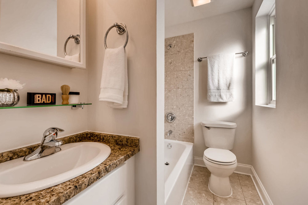 702 Reba Place 202 Evanston IL-large-011-3-Master Bathroom-1500x999-72dpi.jpg