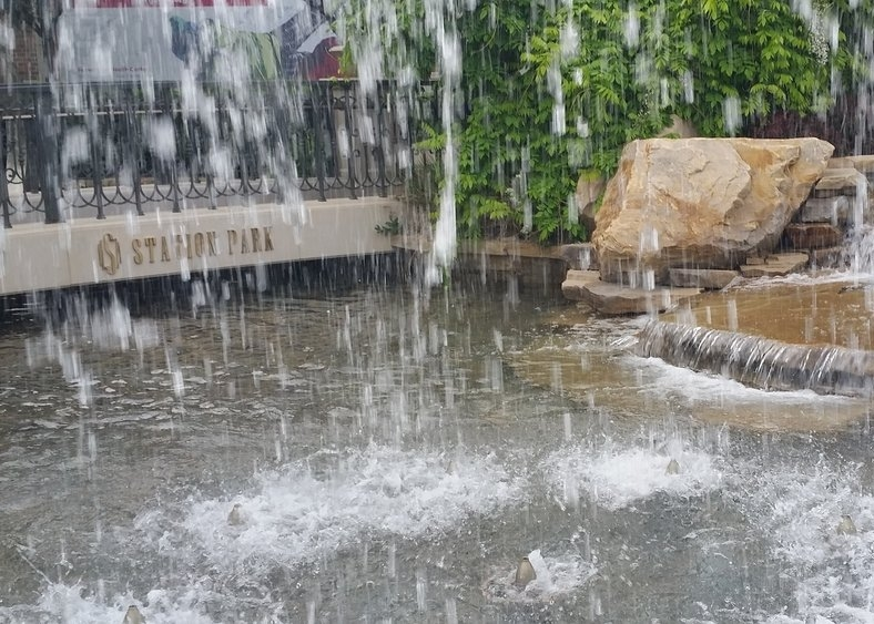 farmington station park fountains
