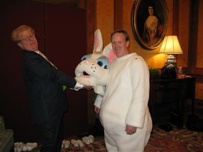 Sean spicier Easter bunny