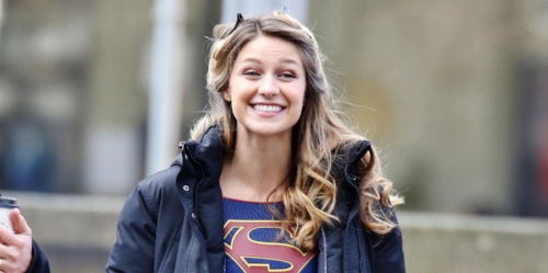 melissa benoist aka supergirl smiling I really need a new car plese plese cw seo seo dc comics