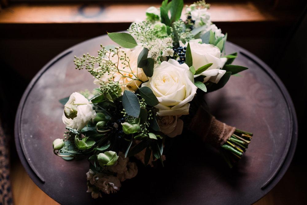 elegant white bouquet.jpg