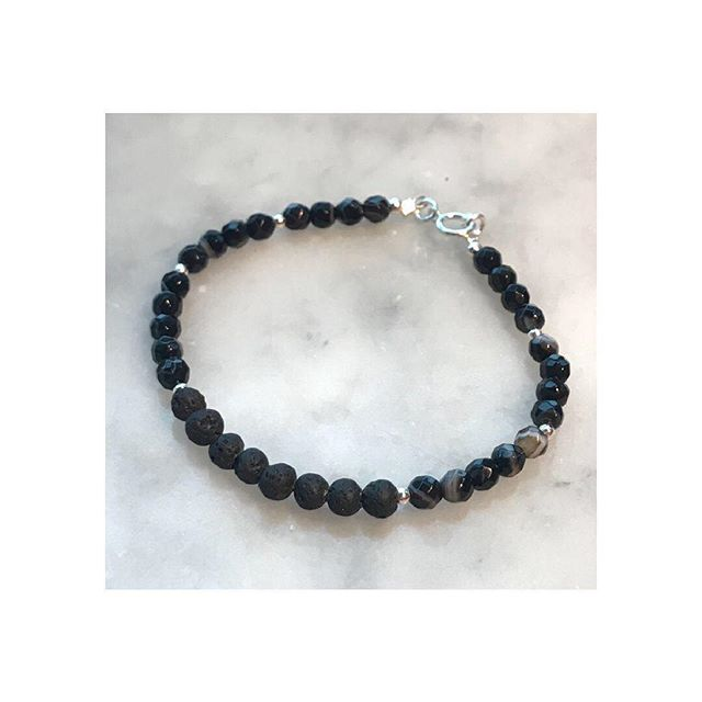 Black agate and lava stone diffuser bracelet.... Simple and sophisticated.... (which was how I felt when I photographed it in Wagamama, Gatwick Airport whilst travelling solo to visit my Mum in Italy last November 🥂) . . . . . . . . Inhale • Exhale • Rock The Casbah 💥 . . . . . . . #motherhoodunplugged #diffuserjewellery #agatebracelet #jotd #motherhoodrising #aromatherapy #essentialoils #oiltribe #riseandshine #makermovement #etsy #jewelleryaddict #simplethingsmadebeautiful #flashesofdelight #mumboss #minimalist #myhappycapture #yoga #breathe #inhaleexhale #doterra #bracelet #mood #sundayvibes