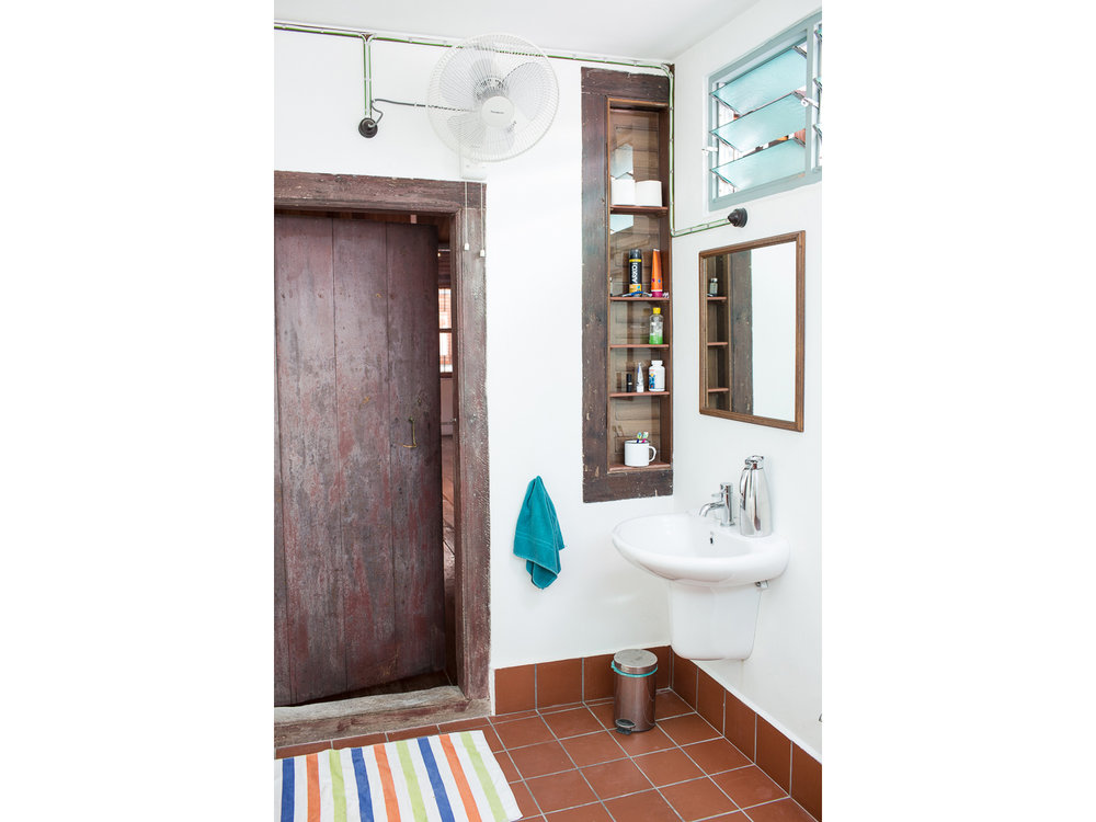 penang-heritage-house-for-sale-master-bathroom-3