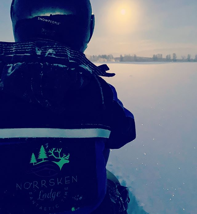 -30, no it's not the sun 😳 @sweden @swedishlapland @visitswedende @visitsweden @heartoflapland @overtorneakommun @original_lapland_tornedalen @destinationovertornea #fantastictime #winterwonderland #polarcircle #instasweden #coldbutnice #snowscooter
