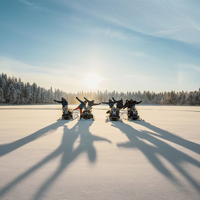 Hey group! Say cheeeeese😎  #scootertour #fantastictime #norrskenlodge . . . . . . . #scandinavia #travelscandinavia #explorescandinavia #visitsweden #visitlapland #visitlappland #exploresweden #igsweden #instasweden #ig_sweden #northernlights #outdoorbloggers #wanderlust #naturelover #swedishlapland #winterwonderland #travellapland #torneälv #polarcircle #simplyadventure #picoftheday