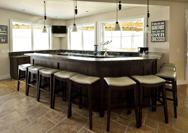 Main bar on level 1