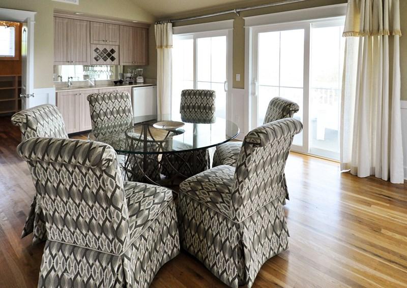 Bridal suite seating with deck behind