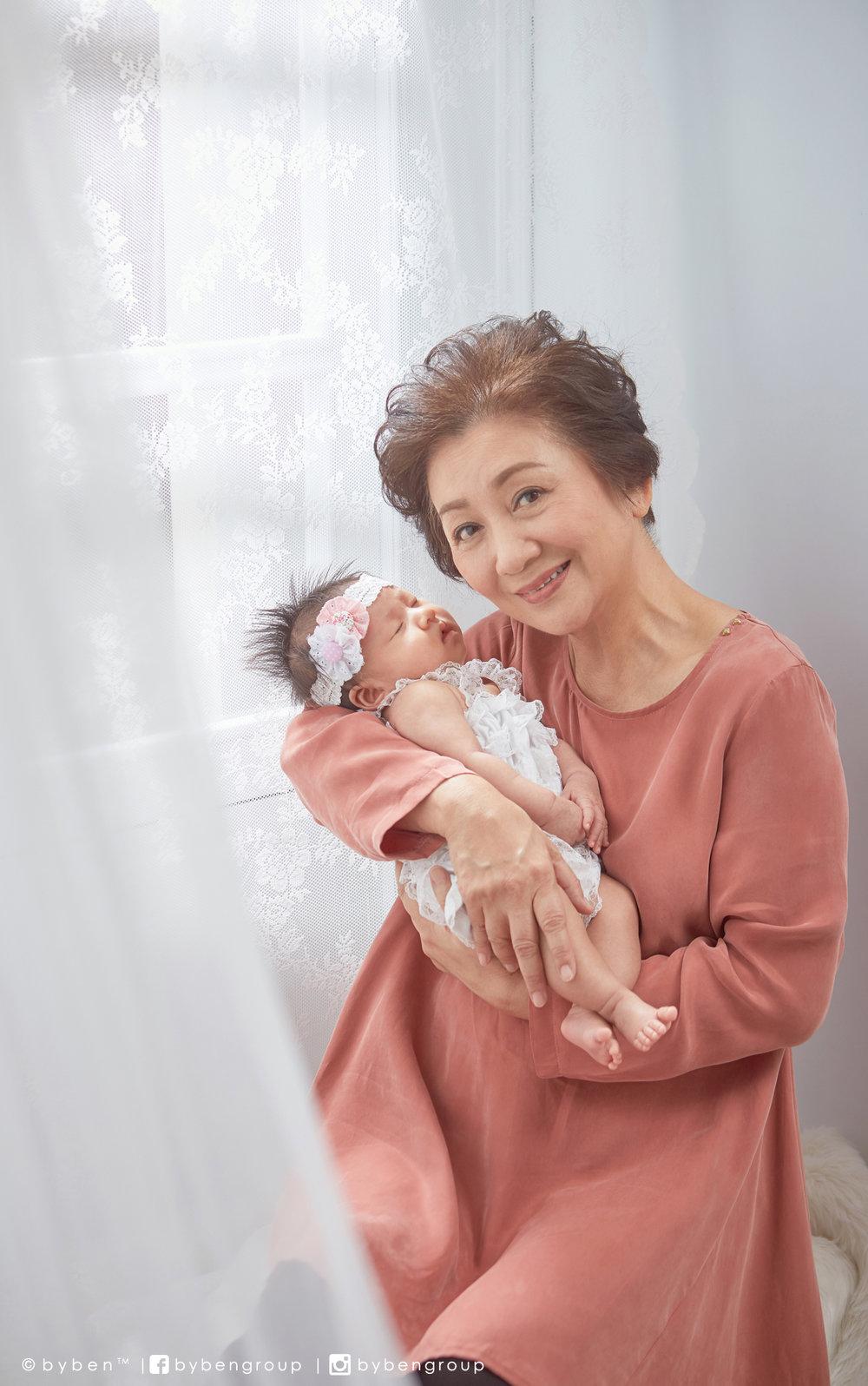 ::對大孫非常溺愛的鮑姐笑說自己未適應小孫女的出現,希望她快點長大對婆婆撒嬌::