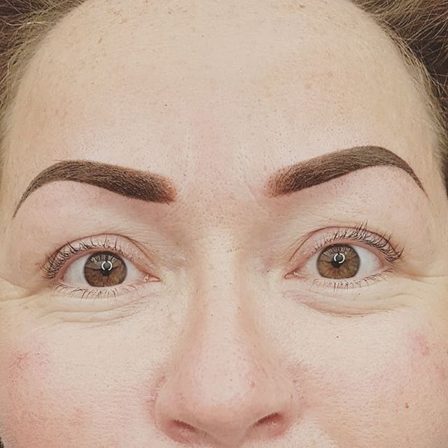 A couple of powder brow designs straight after treatment yesterday. Much darker at first, when they heal, the edges soften and they become much more gentle in look. You have to trust the process and me! 😊👍😍 #permanentmakeup #eyebrowtattoo #eyebrows #semipermanentmakeup #permanenteyebrows #ombrebrow #powderombrebrow #powderbrows