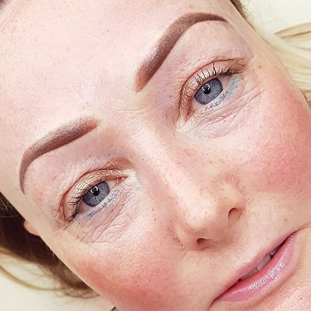 Ombre, ombre! Using my newly adjusted ombre technique, and rather loving it 😍 today! 👌👏 Its also quicker, so book in for this soft looking brow NOW!  #ombrebrow #ombre #ombrepowderbrows  #powder #brows #instabrow #eyebrowtattoo #eyebrows #permanentmakeup #permanenteyebrows #eyebrows #semipermanentmakeup #elainecoylepermanentmakeup