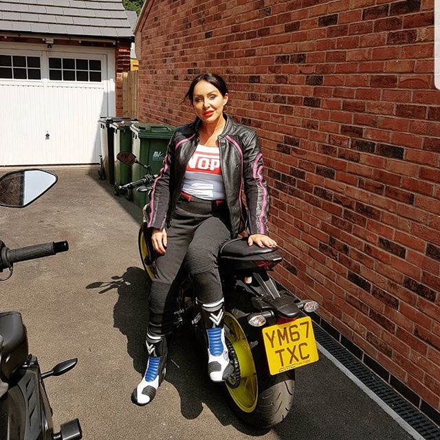 Have you ever seen such a badly dressed biker.. my vest says it all. I got the tummy rolls down 👌😍👌 I better go back in for a cup of tea! Love u all. Xx
