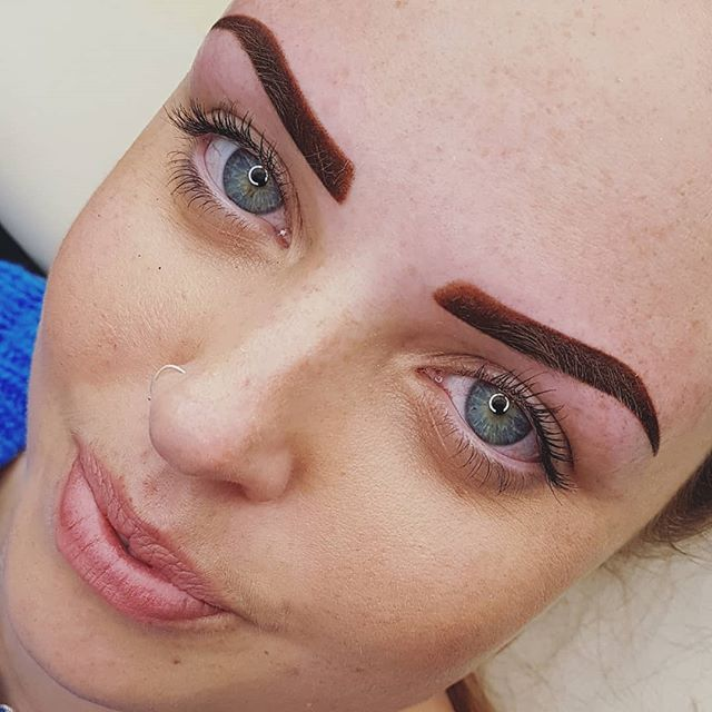 Those eyes... no big eye filter used here these are as seen! 👀💞 this is a powder brow with a faded front, will soften considerably on healing. Lovely 👼🧚‍♀️💕 #powderbrows #eyes  #permanenteyebrows #permanentmakeup #eyebrowtattoo #eyebrows #semipermanentmakeup #permanentmakeup #beautyblog #eyebrows #brows #hairstrokebrow #bigeyes #face #beautifuleyes