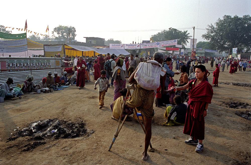 Web_Amar_beggars in front tent12.01..jpg