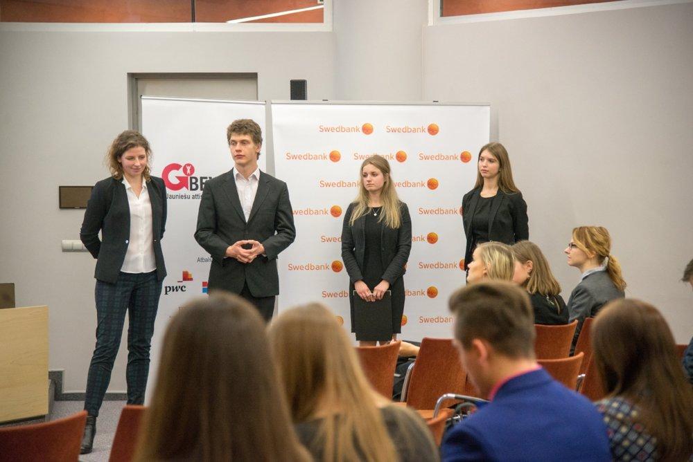 Komanda, kas sociālo projektu veido sadarbībā ar Jelgavas SOS jauniešu māju