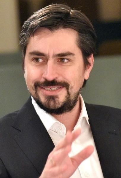 Claudio Rivera -  Rīgas Biznesa skolas asociētais līderības profesors un bakalaura programmas vadītājs, Ārvalstu investoru padomes Latvijā Izglītības darba grupas vadītājs
