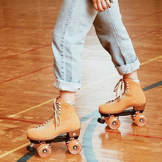 Rollin' through april like ⛸ (ugh why is there no rollerblade emoji @apple)⁣⠀ ⁣⠀ Not even halfway through the day and already had some hard conversations (and of course cried about it a little lol). Trying to roll with the punches and just keep on keepin' on #onwardandupward 🤸🏼‍♀️