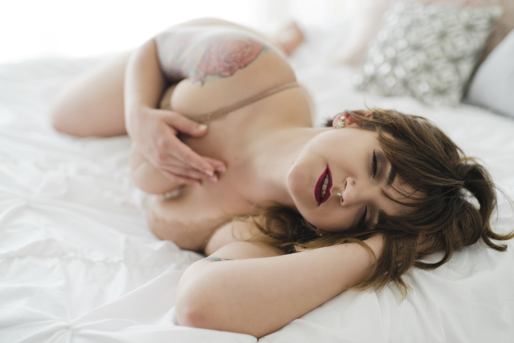 079Amy Cloud Photography Iowa Boudoir PhotographerSioux City Boudoir .jpg