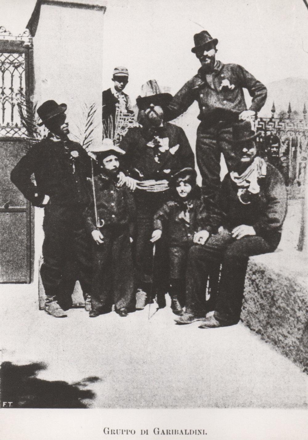 I fratelli de Chirico con un gruppo di garibaldini, Volos, 1896