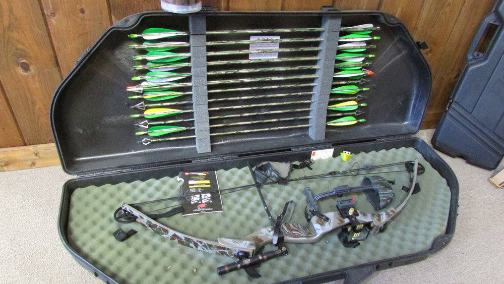 YORK Bow, Case & Arrows(used) - Like new, less than 200 arrows shotRight handed, 70lbs, 30in draw$275.00