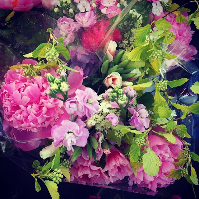Fresh flowers @Hudson farmers market. #farmersmarket #hudson #hudsonvalley #newyork #freshflowers #organic#peonies #benewnow