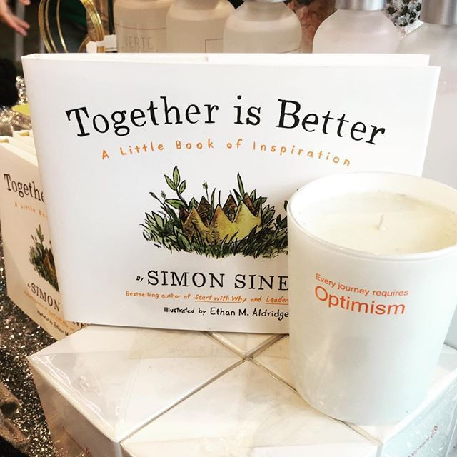 @thisisstory on a #journey of discovery. @simonsinek a book about finding your pose, scent and sensibility to make change and inspire others.#thisisstory #rachelschechtman #simonsinek #scent #highline #journeyof discovery #chelsea #pioneerville #optimism