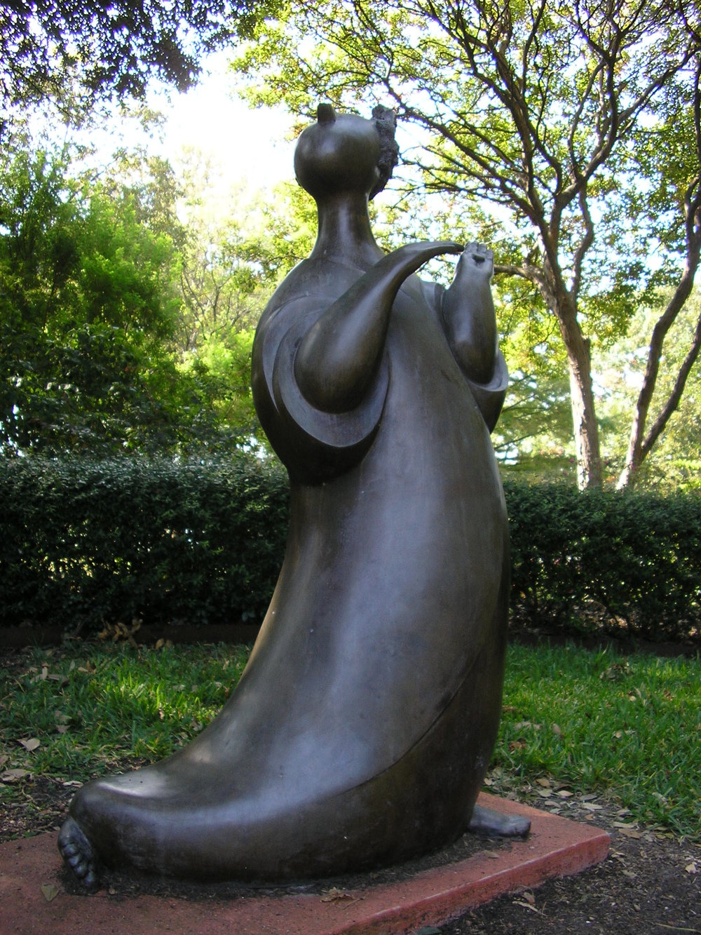 the Gossip sculpture (2).jpg