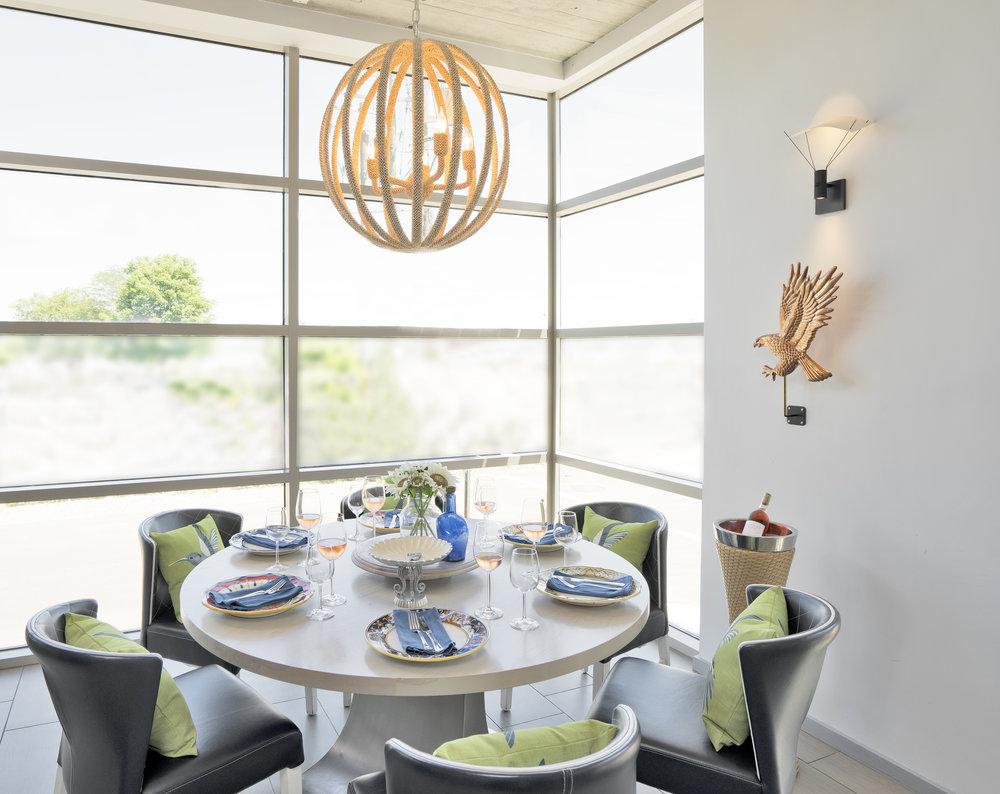 Corner Dining Image