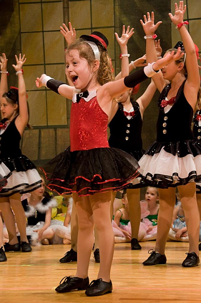 Tiny Dancers 2.jpg