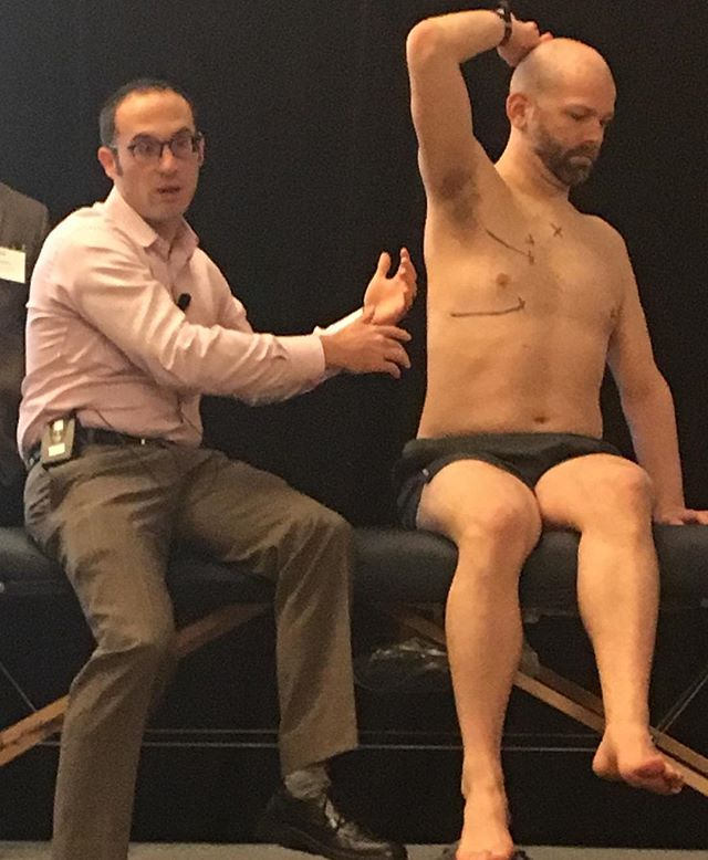 ‪Can you find the right middle lobe? Bedside medicine educators at #TXACP17 show the pulmonary landmarks using best practices of #PhysicalExam #MedEd - skills that improve communication with patients and facilitate timely diagnoses. ‬
