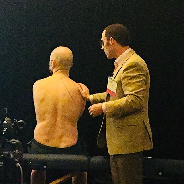 SBM faculty from @Hopkins_GIM are at the Texas ACP are teaching #PhysicalExam #meded today. Rule # 1 for finding posterior pulmonary landmarks - expose the chest. You'll see - and hear - a wealth of information.