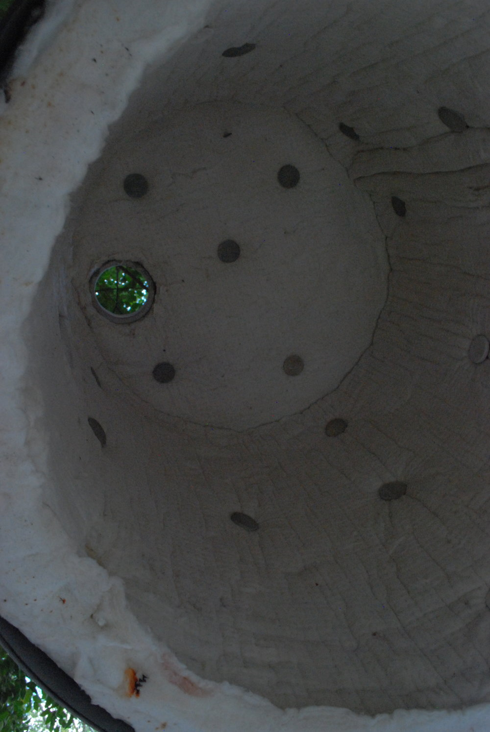 Inside coated raku kiln.JPG