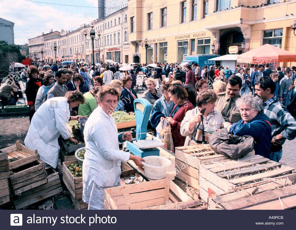 russia-street-market-on-arbat-street-moscow-1989-A49RCB.jpg