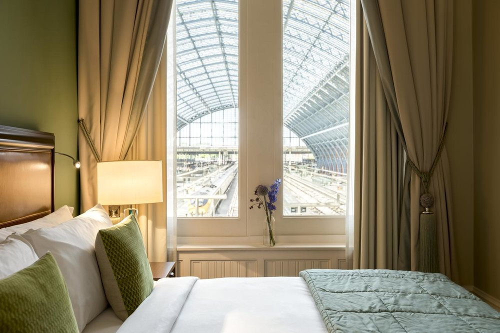 St. Pancras Renaissance Hotel London - Free WiFi, Parking, Swimming Pool,Bar