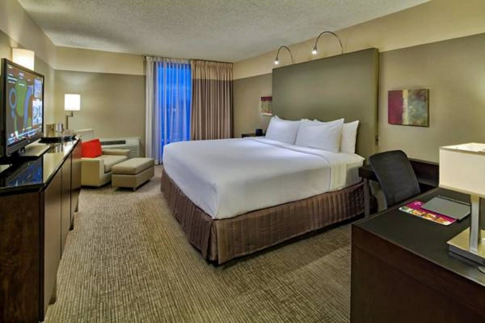 Crowne Plaza - Chicago West Loop -  Free WiFi, Family Rooms, Bar, Parking