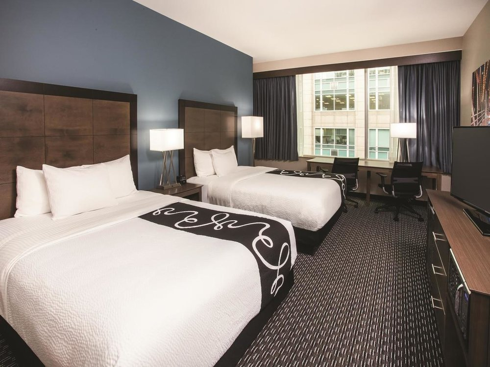 La Quinta Inn & Suites Chicago Downtown - Parking, Free wifi, Pet Friendly, Non-smoking Rooms