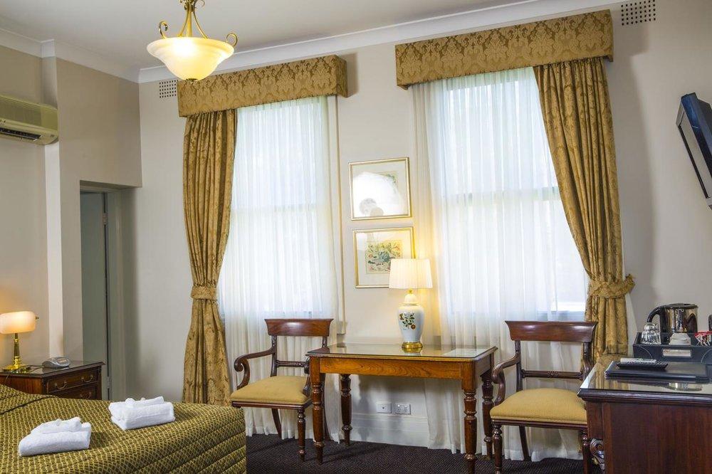 Royal Exhibition Hotel - Non-smoking rooms, Free Wifi, Restaurant, Bar