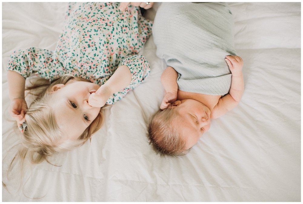 Milwaukee-newborn-lifestyle-photographer-2018 (12).jpg