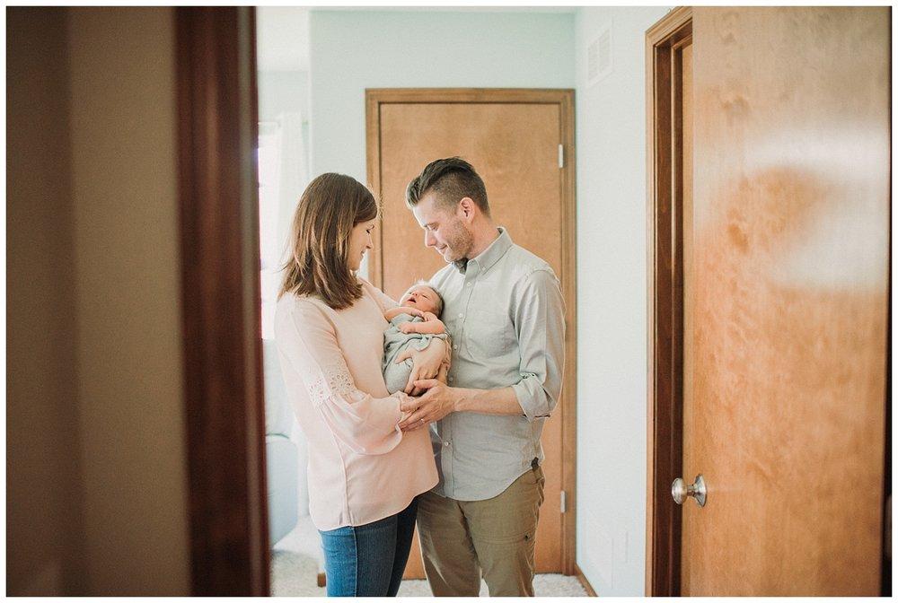 Milwaukee-newborn-lifestyle-photographer-2018 (30).jpg