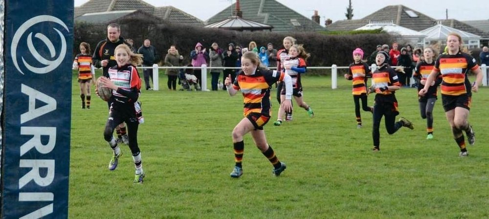 Caitlin Beevers scoring a try for Birstall Victoria.