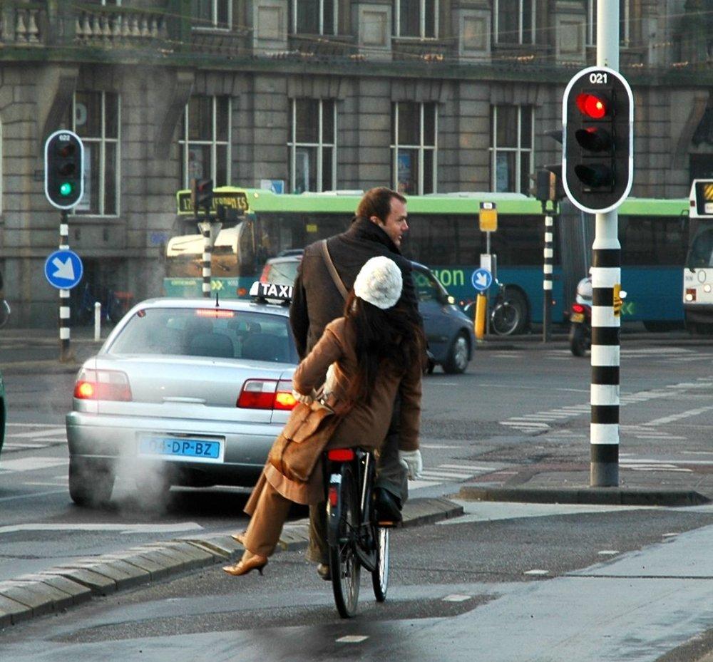 amsterdam-bicycle-woman-2067471-o-e1473788966101.jpg