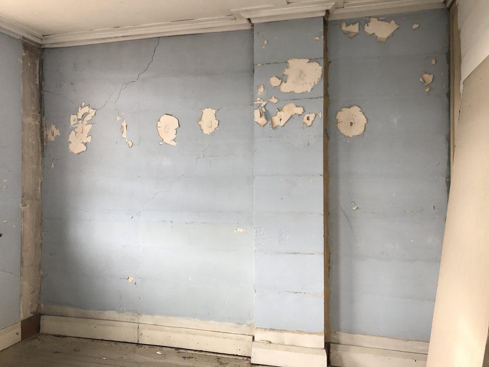 Cracking wall