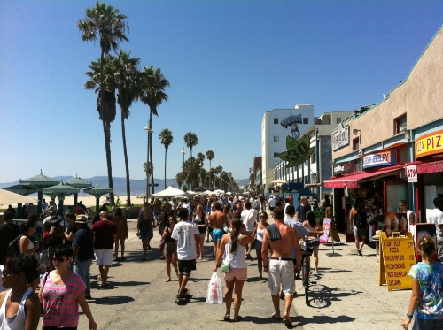 CLICK HERE TO SIGN!! - Ocean Front Walk is NOT an office park or an artificial mall that you can see in every other part of the country and that should be celebrated, advertised, protected, and honored.Please sign the petition above to encourage the City of Los Angeles to prohibit future national chains and franchises on Ocean Front Walk in Venice CA.