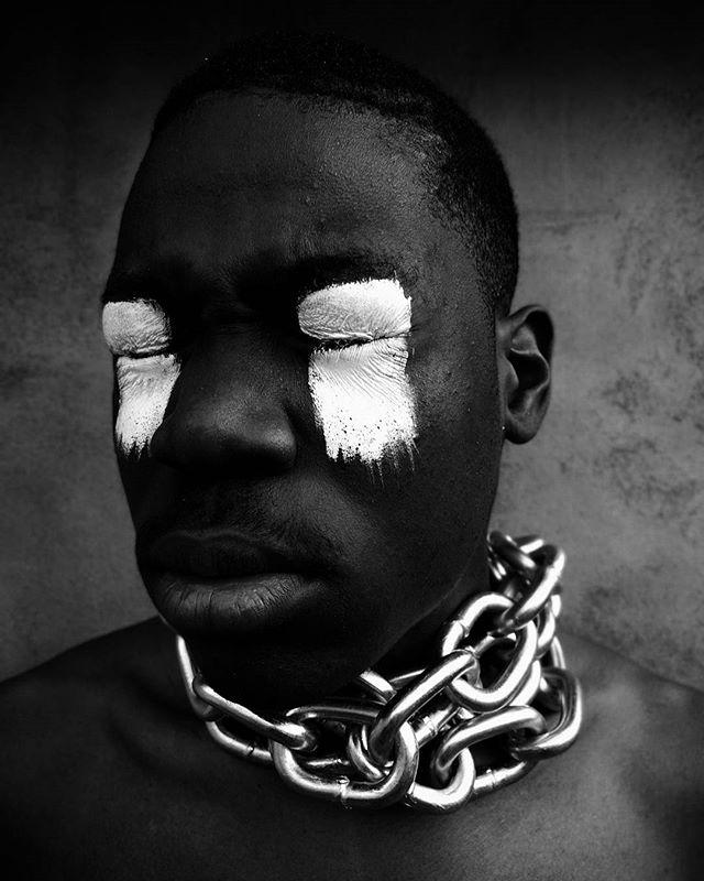 « Une société lâche, basée sur le profit, préfère fermer les yeux sur les atrocités qu'elle commet. Regarder la réalité en face est insupportable pour elle. Mais dans quel monde vivons-nous ? »  #LibyanSlaveTrade #BlackLivesMatter #HumanTrafficking