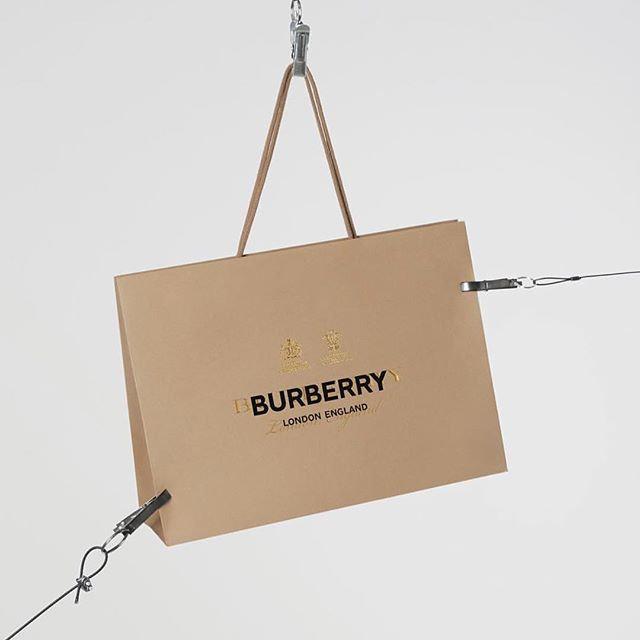 Evolving a logo is a bold move demonstrating a business is willing to look inward to iterate and evolve with the times. We especially love the way British heritage brand @burberry used their carrier bags to roll out their new logo under the design leadership of @riccardotisci17 🇬🇧 . . . . . . . #design #logodesign #burberry #brand #branding #marketing #storytelling #brandstory #evolution #petersaville #riccardotisci #tradition #legacy #wearedon